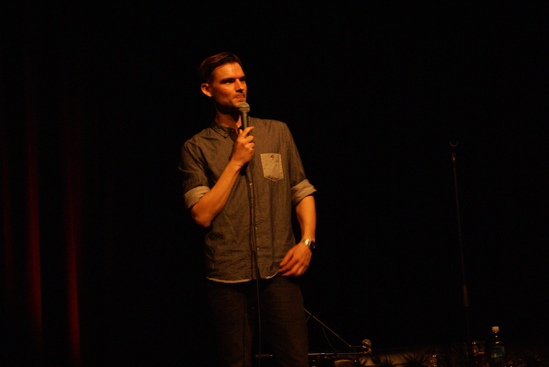 Stand-up med Henrik Thodesen på Bluebox