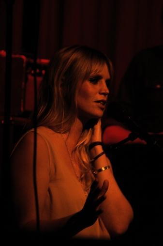 """Ingrid Olava leverte hele 16 låter under konserten på Kick i går kveld. Singelen """"Black Box"""" var første låt ut. (Foto: Marit Grimsrud)"""
