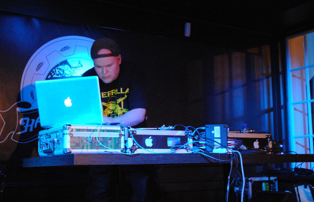 DJ-scob