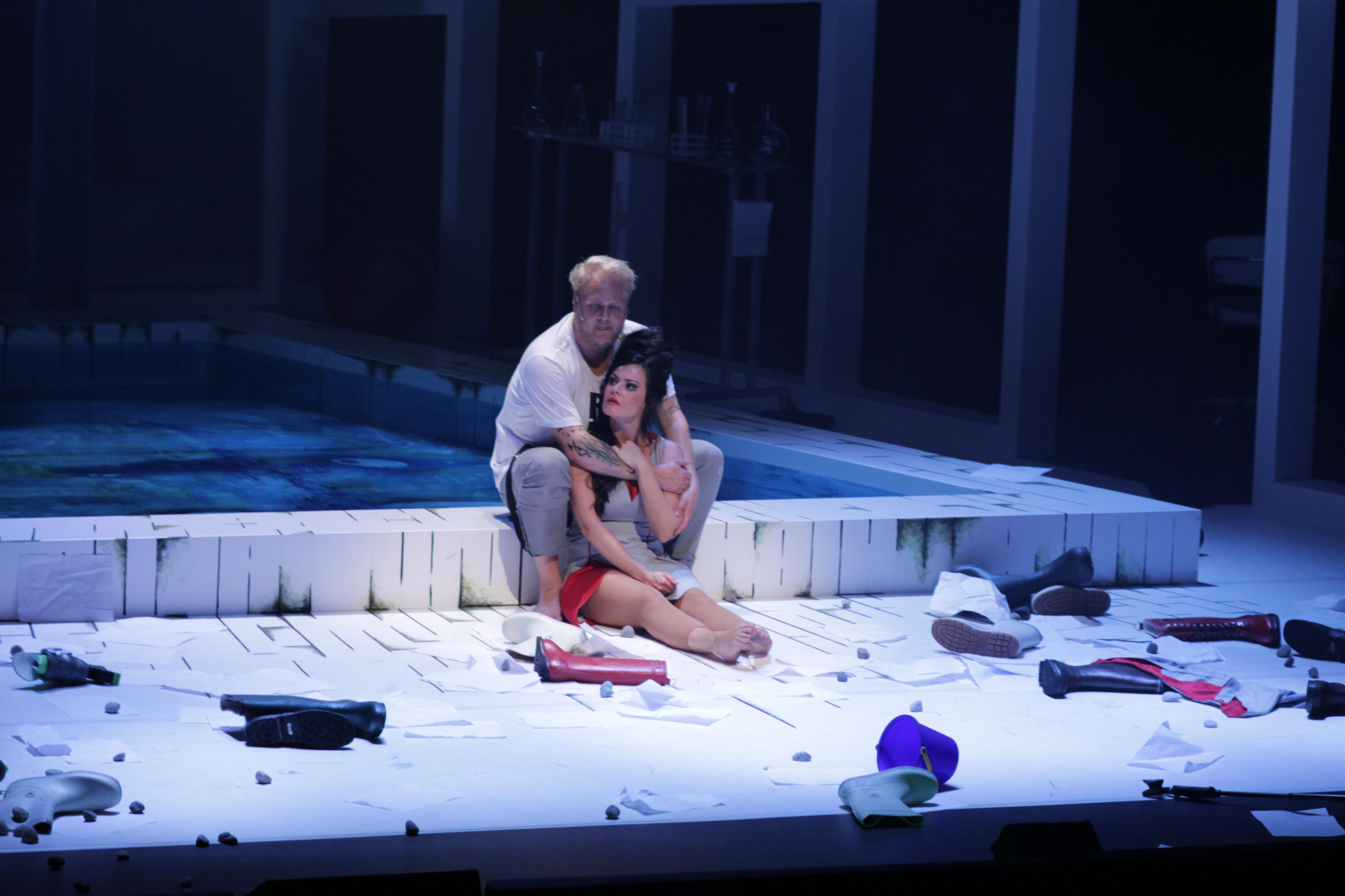 Hvis du skal gå på teater i år, bør det være denne: «En folkefiende» av Henrik Ibsen