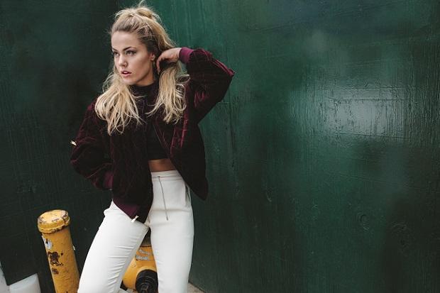 Julie på topp – både i form og på hitlistene