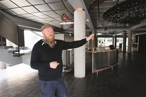 Kjetil Nordhus er ansatt med mandat til å gjøre gamle Agder Teater (midten) til et student- og litteraturhus.