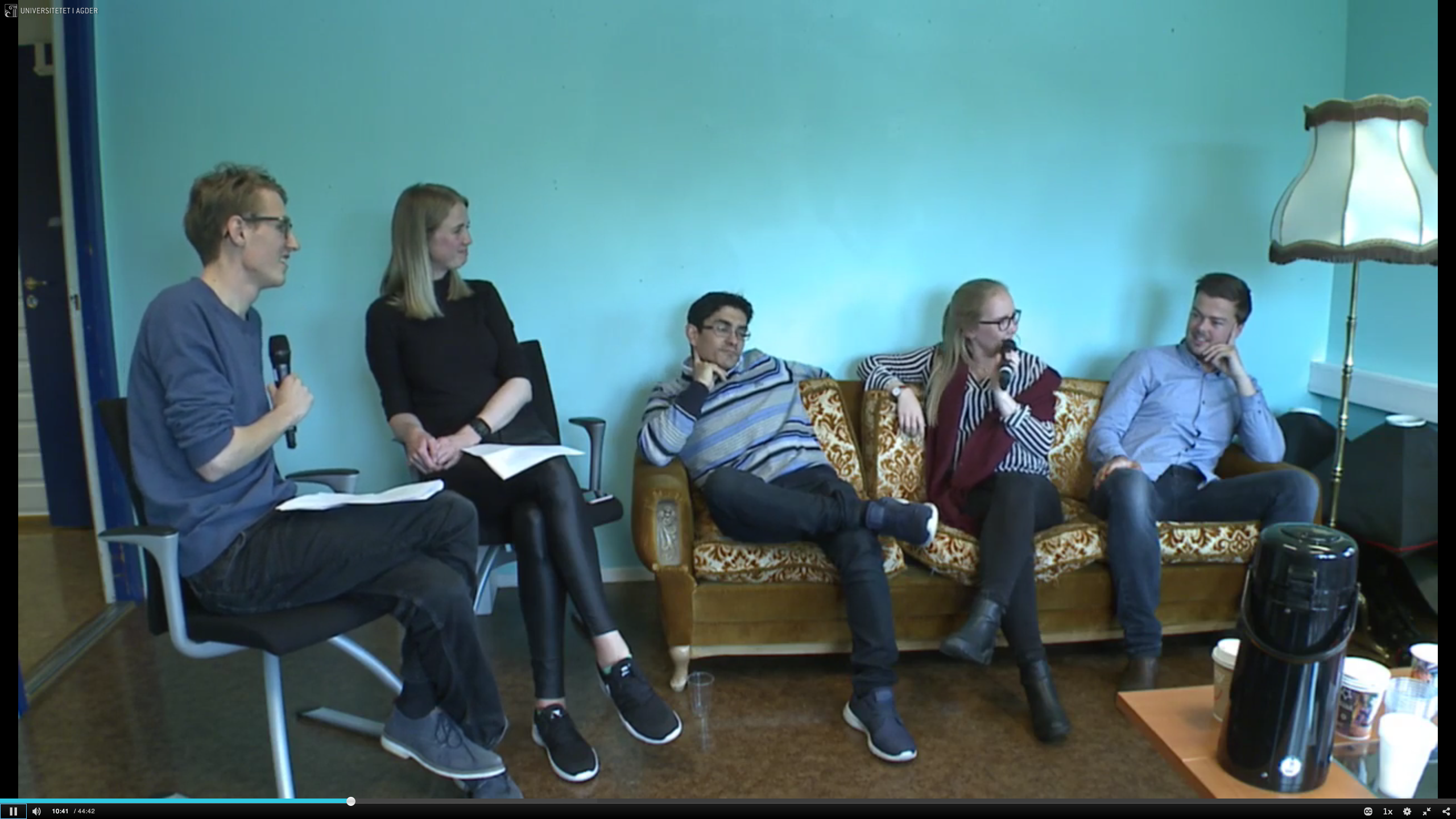Sofaprat med kandidatene