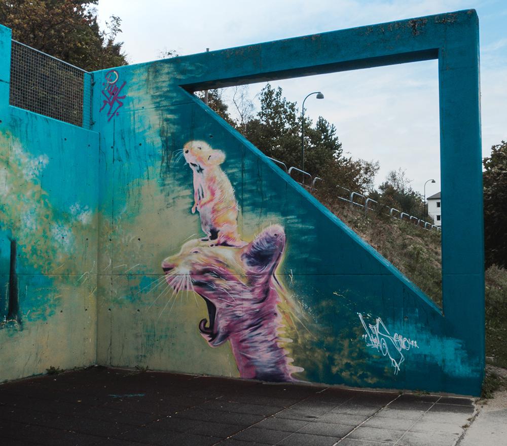 Fargerik gatekunst i Kristiansand.
