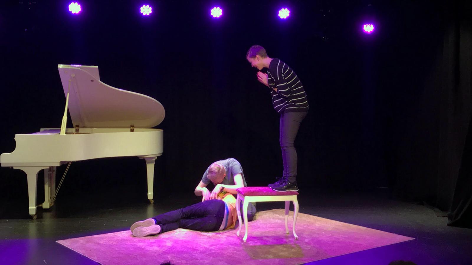 Unikum digger: Barnas søndag på Teateret