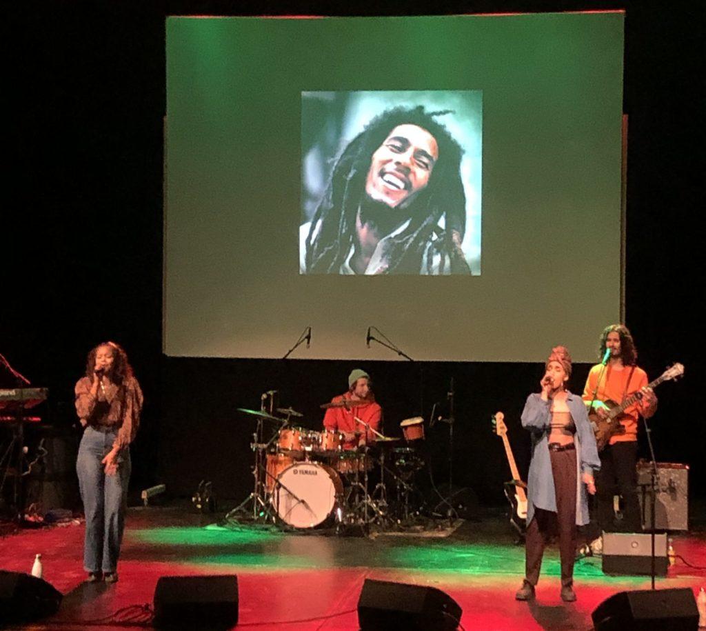 Konsert med Peace Out to Revolution på Teateret